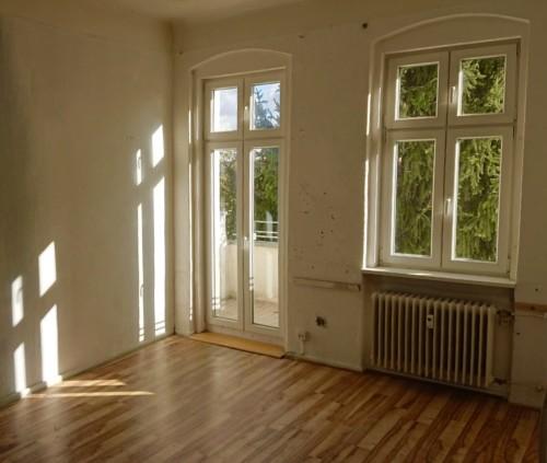 Leerstehende Zwei-Zimmer Altbauwohnung – Hinterhaus mit Blick ins Grüne in Neukölln! 300 m Kiehlufer – Elsensteg entfernt!