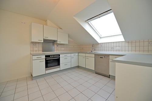 Großzügige DG-Wohnung mit 3,5 Zimmern, Terrasse und Carport geeignet für einen Zweipersonenhaushalt