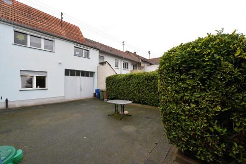 2-Familienhaus mit Garten und Schuppen in sehr guter, zentraler Lage von Edingen-Neckarhausen