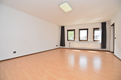 Nette 2,5-Zimmer ETW mit Loggia, Balkon und KFZ-Stellplatz im Zentrum von Schwetzingen